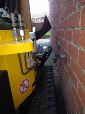 Narrow access stump grinder